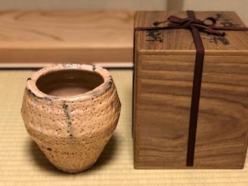 岡部嶺男 志野水指 - 茶道具・工芸の買取